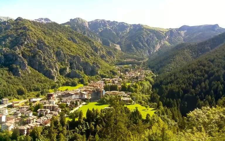 Alta Val Brembana - Vista del paese Piazzatorre