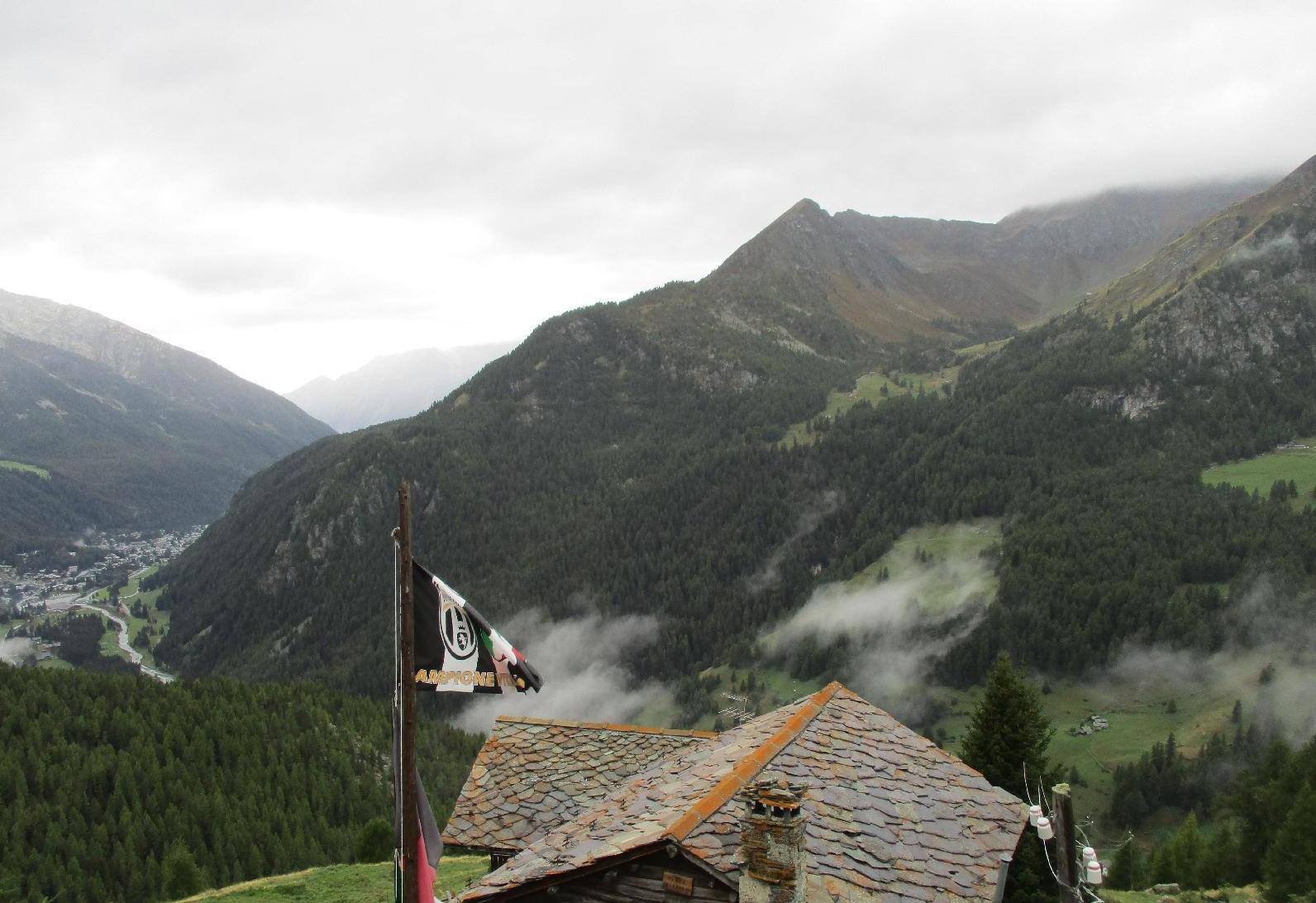 Rifugio Ferraro - Vista suChampoluc e la Valle di Nana